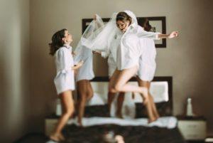 futura sposa alla festa di addio al nubilato